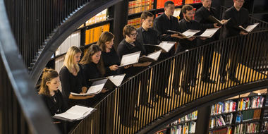 EC Consort in library rotunda credit Andrew Fox.