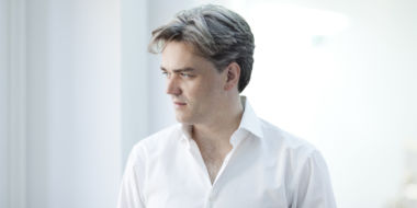 Edward Gardner will conduct Falstaff on 13 July. Credit: Benjamin Ealovega.